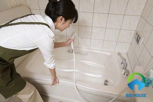 cách làm sạch gạch ốp tường 3