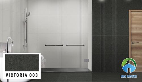 VICTORIA 003 của Đồng Tâm với tông màu đen chấm bi thường được ứng dụng làm nổi bật không gian. Sản phẩm không những có công năng ốp tường nhà vệ sinh mà còn lát nền bởi bề mặt nhám chống trơn.