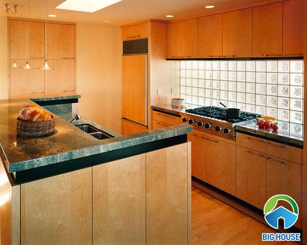 Có nên sử dụng gạch kính ốp bếp? TOP mẫu gạch kính hot nhất 2020